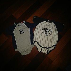 Yankees lot of 2 onesies *like new*